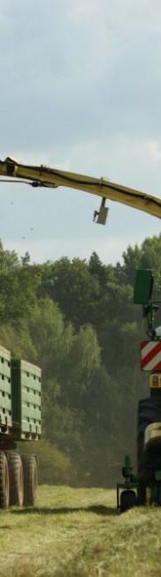 Häckseln von Wiesengras mit KRONE BIG X 500