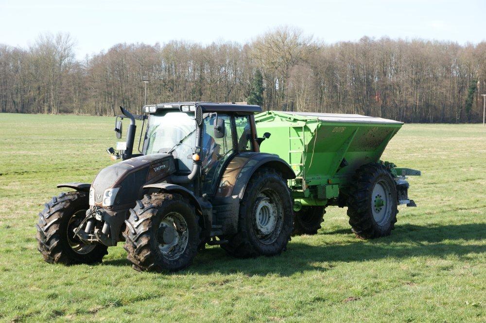 Grünlanddüngung für tiergerechtes Grundfutter